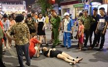 Hà Nội: Cô gái trẻ chơi xe điện tự cân bằng bị ngã chấn thương tại phố đi bộ Hồ Gươm