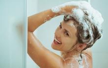 Tắm gội cũng phải đúng cách như thế này mới bảo vệ da và phòng được bệnh