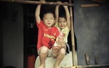"""Về thăm xóm """"ba không"""" của bé gái hái sen kiếm tiền nuôi cha"""