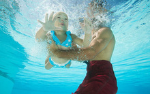 Thời điểm lý tưởng cho trẻ học bơi