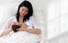 Kiêng cữ nực cười khi chăm sóc mẹ và bé