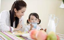 Những điều cần lưu ý khi cho bé uống sữa tươi