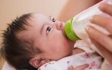 Những dấu hiệu nhắc mẹ phải đổi sữa cho con