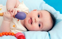 Những điều mẹ cần biết khi bé bắt đầu mọc răng
