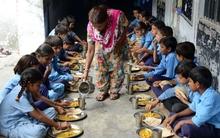 Ăn xong bữa trưa tại trường học, 97 trẻ em phải nhập viện