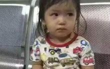 Cãi nhau với chồng, người mẹ nhẫn tâm bỏ rơi con gái 2 tuổi ở nhà vệ sinh công cộng