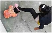 Bị chủ mắng, người giúp việc lấy bàn chải nhà vệ sinh đánh liên tiếp con 2 tuổi của chủ