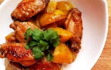 Đổi bữa với cánh gà hầm khoai tây lạ miệng ngon cơm