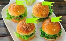 Đổi món cho bữa sáng với món bánh hamburger mini siêu cute