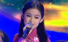 Vẻ dịu dàng như gái Huế của bé 7 tuổi có gương mặt thiên thần