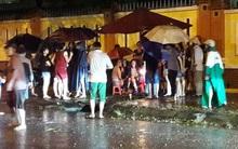 Bình Dương: Bé trai 8 tuổi bị cuốn trôi xuống cống thoát nước trong mưa lớn