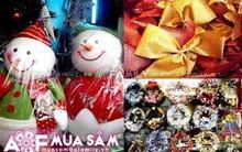 Rực rỡ thị trường phụ kiện trang trí mùa Giáng sinh