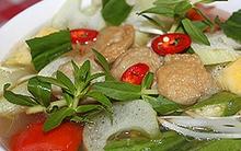 Bữa cơm đặc trưng Nam Bộ: Canh chua chả cá và cá rô kho tộ