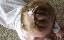 Kiểu tóc cho bé gái sơ sinh