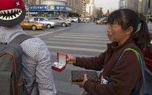 Một phụ nữ Trung Quốc vẫn sống xa hoa ở Mỹ dù nợ Chanel 150 tỷ đồng