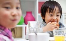 Sai lầm cực lớn của cha mẹ: Cấm con ăn bim bim, bánh kẹo và uống nước ngọt có ga