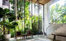 """Ngôi nhà 325m² đẹp lung linh và ngập tràn cây xanh ở quận """"nhà giàu"""" của Sài Gòn"""