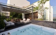 Căn hộ penthouse 250m² của chàng trai độc thân có sân vườn đẹp ngất ngây ở khu đô thị xanh nhất Hà Nội
