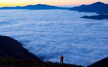 Bồng bềnh trong biển mây trên đỉnh Tà Chì Nhù