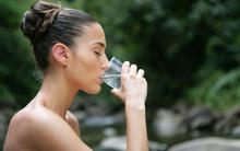 7 nguyên nhân khiến bạn luôn thấy khát nước đến mức khó chịu