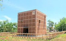Chùm ảnh: Cận cảnh ngôi nhà 3 tầng bằng đất nung của nghệ nhân gốm Việt được lên báo Mỹ