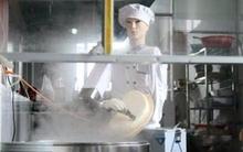 Robot cắt mì đẹp trai như hotboy
