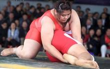 Thiếu nữ nặng 106 kg đoạt chức vô địch đấu vật làng Ninh Hiệp