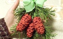 Dễ thương chùm quả thông Noel làm từ giấy