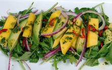 Salad xoài chua ngọt đón hè về