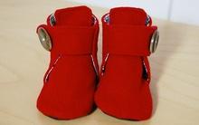 Rực rỡ ngày xuân với giày dạ đỏ mẹ làm tặng bé