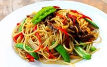 Mỳ spaghetti xào thịt bò làm nhanh ăn ngon mà đủ chất