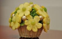 Khéo tay tỉa trái cây thành lọ hoa thật đẹp