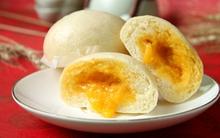 Bánh bao nhân trứng muối đậm đà lạ miệng