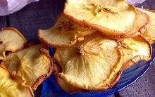 Tự làm snack táo giòn tan ai cũng thích