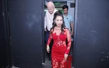 Dù lùm xùm bủa vây, chồng Tây vẫn chăm sóc tận tình cho Thu Minh