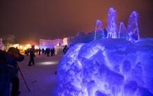 Lâu đài khổng lồ làm từ 12 tấn băng