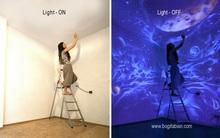 Cô gái biến bức tường trắng tinh thành vũ trụ đầy sao khi ánh điện tắt