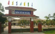 Cô giáo tiểu học bị đánh, xé áo trước cổng trường