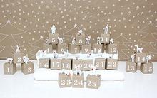 Mang Giáng sinh vào nhà bằng những bộ lịch tự chế ngộ nghĩnh