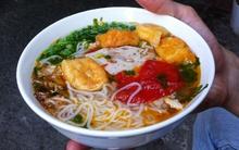 Mát trời, đi ăn bún riêu ngon rẻ có tiếng trong ngõ Phất Lộc