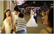 Bi hài chuyện mùa cưới ở Hà Nội: 1 mét vuông chục cặp đôi chen nhau chụp ảnh