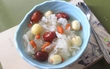 Nấu chè hạt sen nấm tuyết mát lành vừa ngon vừa dễ