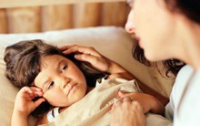 Cho con thức khuya có hại như thế này mà chẳng bố mẹ nào chịu thay đổi