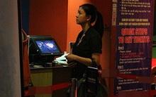 Bắt gặp Kim Thư một mình đi xem phim của chồng