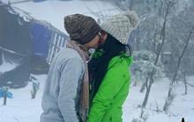 """Các cặp đôi """"khoe"""" nụ hôn ngọt ngào giữa Sapa tuyết phủ đẹp như ở trời Âu"""