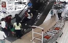 Bé trai hơn 2 tuổi bị cầu thang cuốn siêu thị cuốn thương tích
