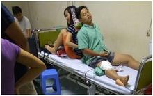 Cảnh chồng đau ốm, vợ ngồi làm chỗ tựa cho chồng trên giường bệnh khiến chị em xúc động