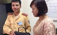 Hà Nội: CSGT trả lại 16 triệu đồng của thiếu nữ đánh rơi