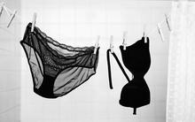 Truy tìm dấu vết ngoại tình của vợ từ chiếc quần lót