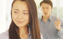 Nỗi khổ của người vợ phải về xin tiền mẹ đẻ đưa cho chồng